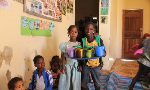 centre-Présentation de la bouillie par les enfants